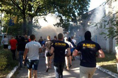 """Представители """"Азова"""" устраивают дежурство возле застройки в Святошинском переулке столицы"""