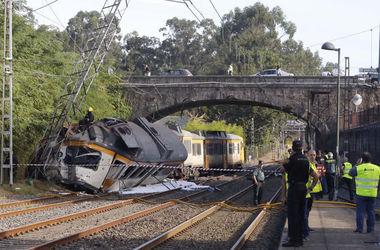 В Испании пассажирский поезд сошел с рельсов: погибли люди