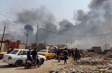 В Багдаде заминированный автомобиль взорвался рядом с торговым центром