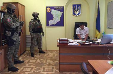 """В Ровенской области по """"янтарному делу"""" задержали еще одного прокурора"""