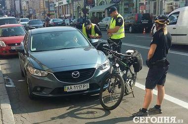 В Киеве водитель обиделась на замечание и чуть не задавила полицейского