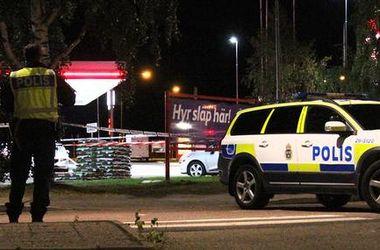 В Швеции автомобиль протаранил дерущуюся толпу