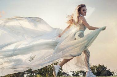 Певица Alyosha поддержала одиноких девушек ироничной песней (видео)