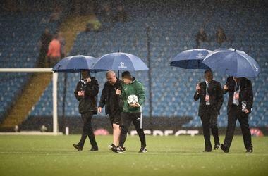 "Старт матча ""Манчестер Сити"" - ""Боруссия"" Менхенгладбах отложен из-за ливня"