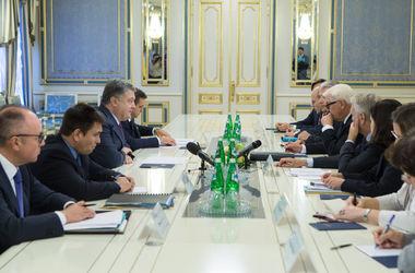 Порошенко призвал Францию и Германию не признавать выборы в России