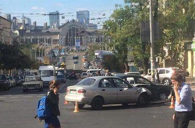 В Киеве возле ж/д вокзала произошло ДТП с пострадавшими