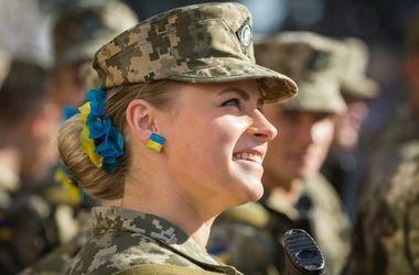 Украинки идут в армию и хотят служить в боевых частях