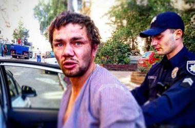В центре Киева мужчина бросался под авто и угрожал прохожим