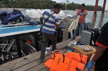 Лодка с туристами взорвалась в Индонезии: есть жертвы