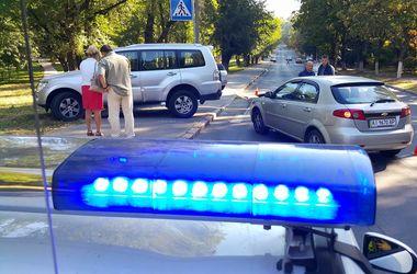 В Киеве возле лицея произошло ДТП с пострадавшим