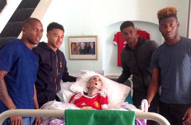 """Футболисты """"Манчестер Юнайтед"""" проведали болельщика за 45 минут до его смерти"""