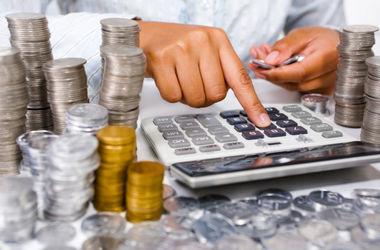 Что будет с зарплатами, пенсиями и экономикой в 2017-м: прогнозы Кабмина