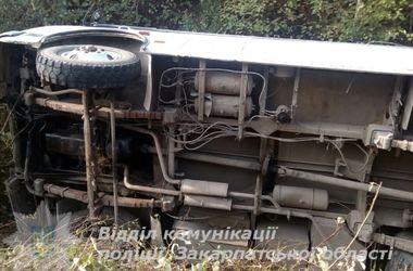 На Закарпатье перевернулся  рейсовый автобус: шестеро пострадавших