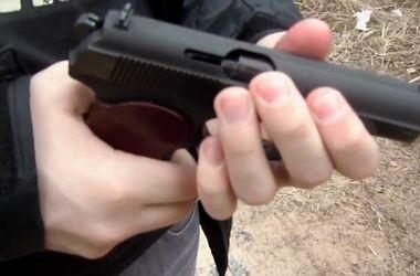 На Закарпатье неизвестный упражнялся в стрельбе по окнам поликлиники