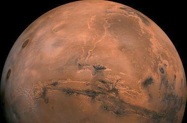 Уфологи  разглядели на снимках с Марса корабль пришельцев