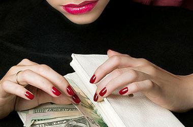"""В Киеве задержали мошенницу, которая """"развела"""" хмельницких продавцов на тысячи долларов"""