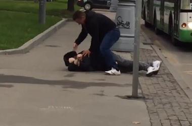 Водитель избил пешехода, мешавшего движению общественного транспорта