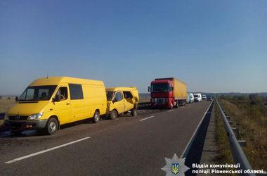ДТП в тумане: на киевской трассе столкнулись 7 автомобилей