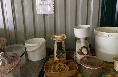 В Днепре людям тоннами продавали опасную для здоровья еду