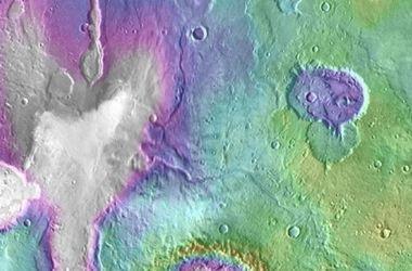 """На Марсе обнаружили """"свежие"""" озера"""
