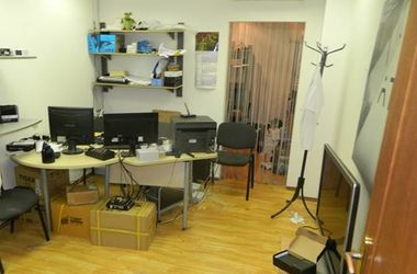 В Киеве разбойник напал на офис и похитил сейф