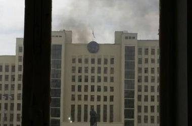 В Беларуси горит здание правительства