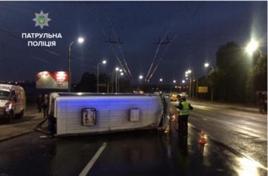 ДТП в Запорожье: перевернулась маршрутка с пассажирами