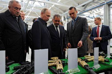 """""""Что такой серьезный?"""": Путин пообещал работникам """"Калашникова"""" хорошее настроение"""