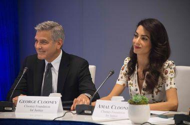 Джордж Клуни шокирован решением Джоли и Питта развестись