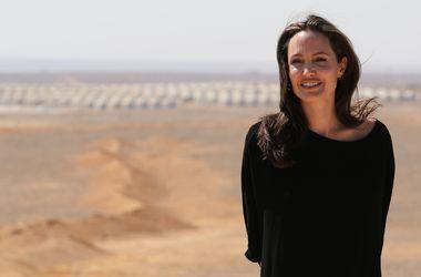 """Анджелина Джоли заявила об """"опасности"""" Брэда Питта для их детей"""