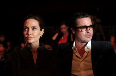 Музей мадам Тюссо развел восковые фигуры Анджелины Джоли и Брэда Питта
