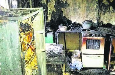 В Харьковской области едва не сгорели бабушка с внуками