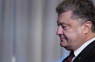 Россия сделала Крым военной базой для поставок оружия в Сирию - Порошенко