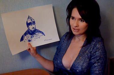 Россиянка нарисовала грудью портрет Кадырова