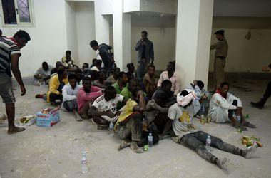 У берегов Египта затонула лодка с 600 нелегалами: спасатели извлекли тела 43 человек