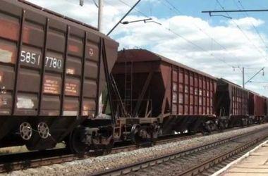 Эшелоны Минобороны привезли укрепления для админграницы с Крымом