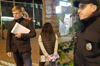 В центре Киева полиция поймала несовершеннолетнюю наркоторговку