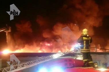 Во время тушения масштабного пожара в Москве погибли семеро пожарных