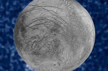 В NASA показали снимок гейзера на потенциально обитаемом спутнике Юпитера