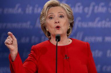 Клинтон обвинила Россию в кибератаках и пообещала защищать США