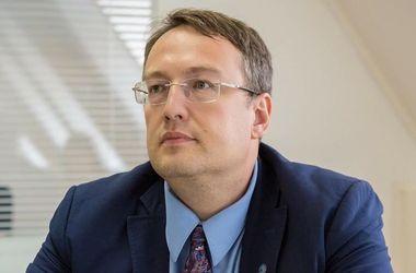 Геращенко: Установлена личность человека, на которого отвлеклась патрульная в Днепре