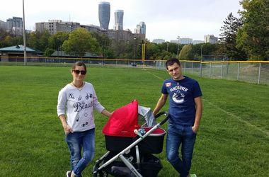 Вита Семеренко показала, как гуляет с сыном