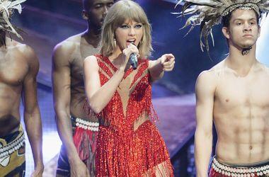 Канье Уэст оскорбил Тейлор Свифт во время концерта - Звездные новости - Свифт не ожидала, что о ней рэпер пройдется в