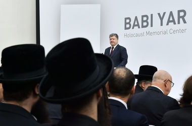 Порошенко призвал мировое сообщество не допустить повторения преступлений против человечества