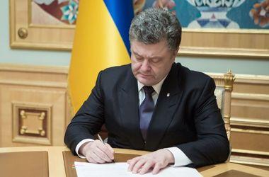 Порошенко наградил военных, которые погибли или были ранены в боях на Донбассе