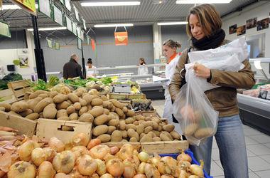 Украинцы из-за высоких цен экономят на еде