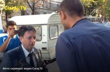 Министра финансов Молдовы окатили молоком