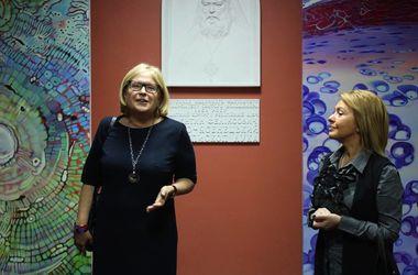 Киевская художница создает невероятные картины из снимков человеческих клеток