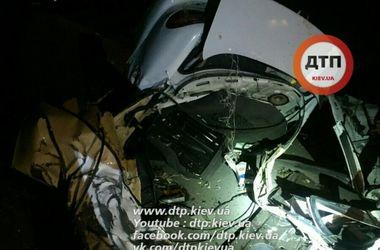 Ужасное ДТП на выезде из Киева: авто разорвало на части, погибли четверо человек