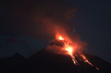 В сети появились впечатляющие видео извержения вулкана в Мексике